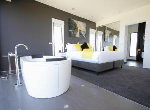 The lobby or reception area at Horizon Deluxe Apartments