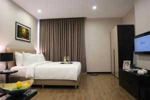 A bed or beds in a room at CASA Meridian Residence
