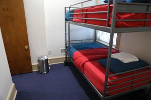 A bunk bed or bunk beds in a room at Duo Nomad