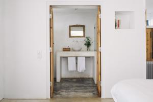 A bathroom at Tres Marias