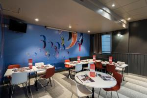 A restaurant or other place to eat at ibis Boulogne sur Mer Centre les Ports