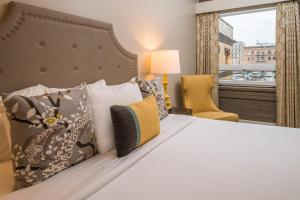 A bed or beds in a room at The Mark Spencer Hotel