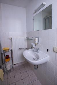 Ein Badezimmer in der Unterkunft Pension Immergrün
