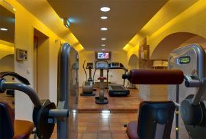 The fitness center and/or fitness facilities at nestor Hotel Stuttgart-Ludwigsburg