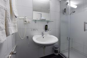 Ein Badezimmer in der Unterkunft Hotel Dufour