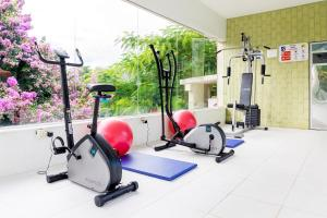 The fitness center and/or fitness facilities at Hotel Mil Flores