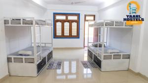 A bunk bed or bunk beds in a room at Yaarl Hostels