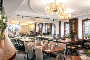 A restaurant or other place to eat at Pushka INN hotel
