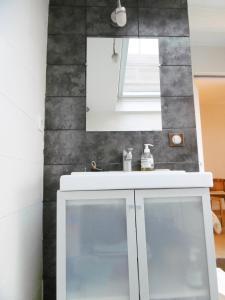 A bathroom at B&B Loft Baron