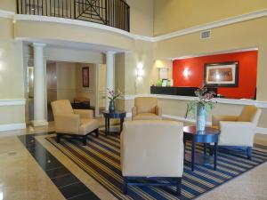 A seating area at Extended Stay America Suites - Raleigh - RTP - 4919 Miami Blvd