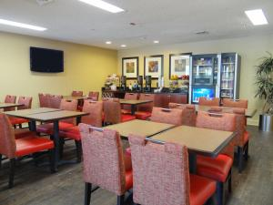 The lounge or bar area at Extended Stay America Suites - Raleigh - RTP - 4919 Miami Blvd