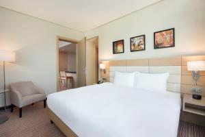 Cama ou camas em um quarto em Hilton Garden Inn Al Khobar