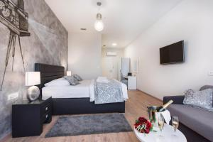 A bed or beds in a room at PRIMA Life Spalato