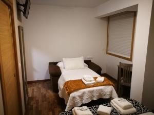 A bed or beds in a room at Pension Esquina