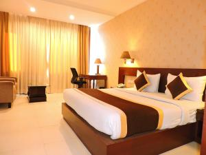 A bed or beds in a room at Hotel Devashish Haldwani