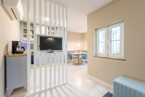 A television and/or entertainment center at Vitoria Clerigos Apartments - Free Private Parking