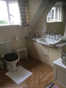 A bathroom at Church Hill Farm