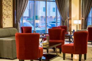 Uma área de estar em Thwary Hotel Suites