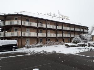 Hôtel & Résidence during the winter