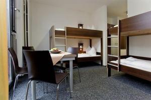 A bunk bed or bunk beds in a room at Jugendherberge Düsseldorf