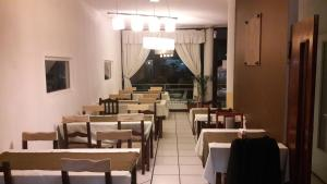 A restaurant or other place to eat at Hotel Antartida Argentina