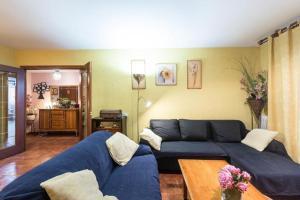 A seating area at Vivienda Familiar con Jardin junto a Ifema