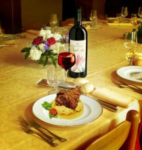 Lunch and/or dinner options available to guests at La Rotonda