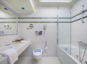 Ένα μπάνιο στο Atrium Palace Thalasso Spa Resort And Villas