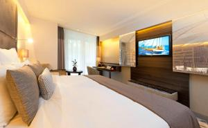 A bed or beds in a room at Pullman Munich
