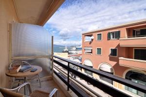 A balcony or terrace at Hotel Atlantis