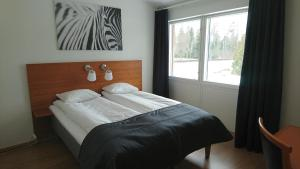 A bed or beds in a room at Haga Värdshus