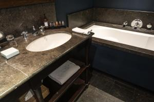 A bathroom at Bliss Boutique Hotel
