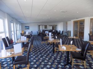 A restaurant or other place to eat at Pentire Hotel