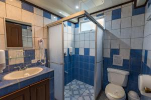 A bathroom at Hotel Arenal Rabfer