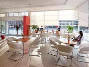 O lounge ou bar de ibis Santiago Providencia