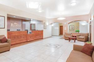 The lobby or reception area at Baymont by Wyndham Wheeler