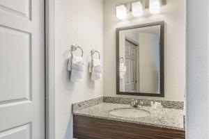A bathroom at Baymont by Wyndham Pueblo