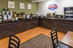 A restaurant or other place to eat at Baymont by Wyndham Pueblo
