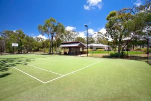 Tennis and/or squash facilities at Beach Road Holiday Homes or nearby