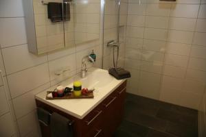 Ein Badezimmer in der Unterkunft Chalet Bärgbächli