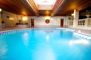 The swimming pool at or near Apollo Hotel