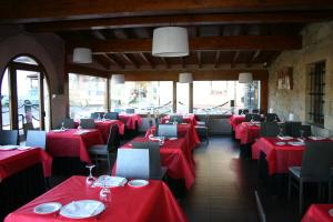 A restaurant or other place to eat at Posada La Venta de Quijas