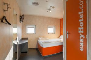 Un baño de easyHotel Budapest Oktogon