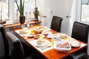 Een restaurant of ander eetgelegenheid bij Hotel Noordzee
