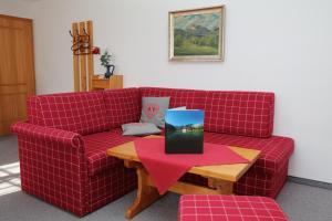 Ein Sitzbereich in der Unterkunft Landhaus Schmid Schönau