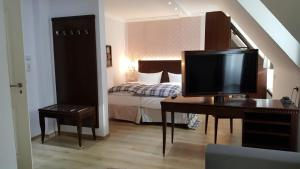 A television and/or entertainment centre at Hotel Graupner