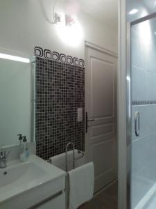 A bathroom at Chez Nicole