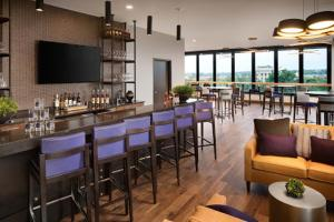 The lounge or bar area at Doubletree By Hilton Greeley At Lincoln Park