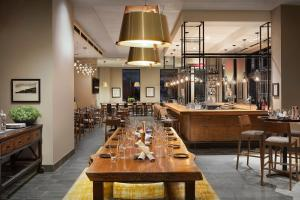 A restaurant or other place to eat at Doubletree By Hilton Greeley At Lincoln Park
