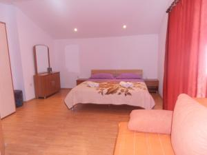 A bed or beds in a room at Apartments Ivana
